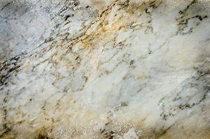 Come pulire un tavolo di marmo scoloriti