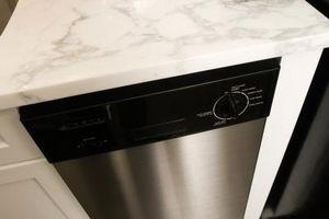 Come sostituire lo sportello del pannello anteriore di una lavastoviglie