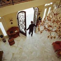 Come pulire un pavimento di marmo con candeggina