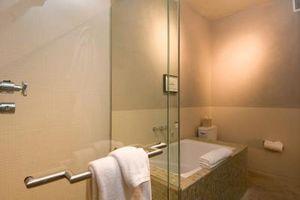 Come rimuovere un telaio porta doccia