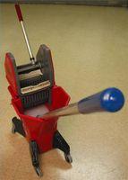 Come pulire un pavimento con Mops