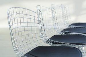 Che cosa è una sedia stile minimalista?