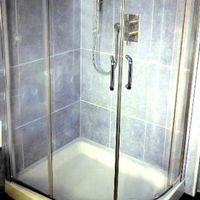 Come sostituire una vasca con una doccia