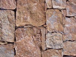 Come costruire un enorme camino in pietra