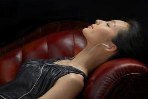 Come rimuovere le macchie grasse Testa Da un sofà di cuoio