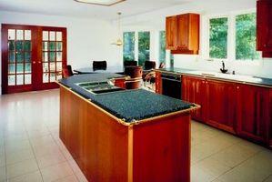 Quale rapporto di candeggina per acqua dovrebbe essere usata per pulire correttamente cucina piani?