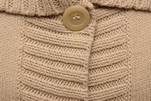 Come rimuovere le macchie di un maglione di cotone