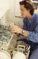 Quali sono le cause di un bianco Filmy Residuo alla piatti dopo utilizzare la lavastoviglie?