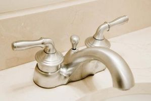Come pulire depositi di calcio su un rubinetto