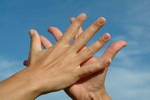 Come pulire Liquid Chiodi dalle mani e Formica ripiani in