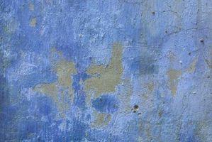 Peeling persistente sul soffitto, mentre la pittura