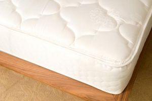 Come rimuovere una macchia da un materasso