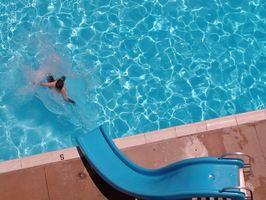 Come riparare una vetroresina piscina con scivolo