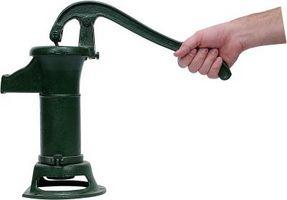 Garden Decor Idee per una pompa a mano Antique