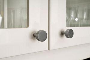 Come aggiungere un gabinetto portello di vetro in una cucina con specchio Hardware di montaggio