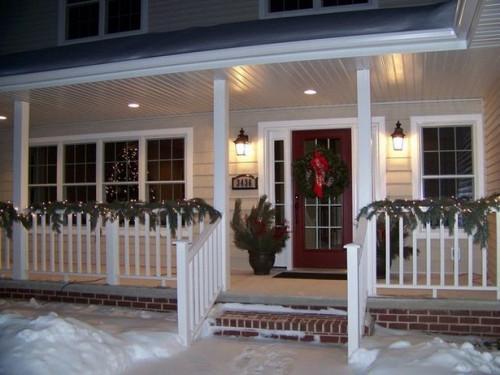 Come decorare una porta anteriore per l'inverno
