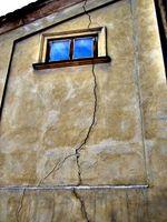 Che cosa è un giunto di dilatazione su un basamento parete?