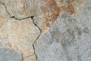 Come riparare le crepe di cemento sotto 1/8 di pollice
