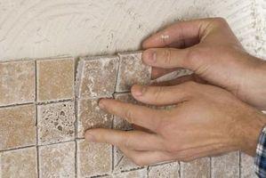 Come Grout i bordi di un Backsplash Tile