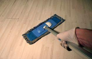 Posso Mop miei pavimenti in legno Con Pine-Sol?