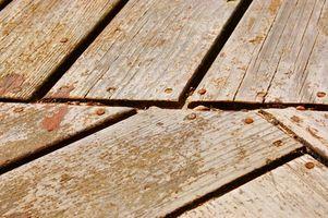 Come pulire verde muffa Dal ponte di legno con problemi di calcare