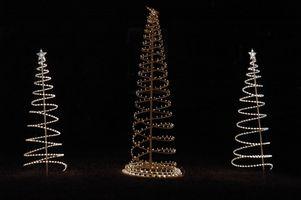 Come per decorare gli alberi con luci della corda