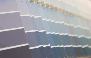 Come dipingere un soffitto di un colore più scuro
