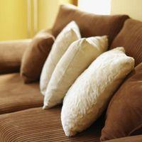 Come decorare un piccolo appartamento con un grande strato marrone