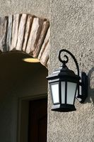 Può un lampadina Energy-Efficient essere inserito in una Light Fixture chiuso?
