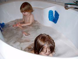 Come sbarazzarsi di muffa in una vasca da bagno