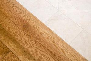 Come rimuovere Carpet schiuma Pavimento di legno
