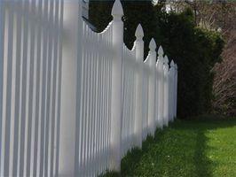 Pulizia di un recinto in vinile con acetone