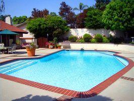 Come trattare piscina di acqua con sostanze chimiche per la casa
