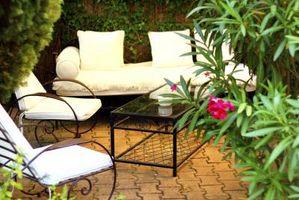 Come installare un patio esterno Utilizzando piastrelle