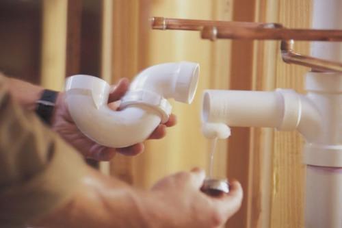 Come riparare un tubo di fogna di scarico
