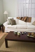 Come sbarazzarsi di una macchia pressato su un divano