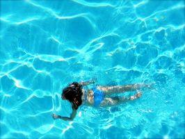 Come dipingere una piscina fuori terra
