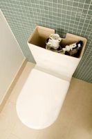 Come mettere un gallone di acqua nel serbatoio per tazza del gabinetto