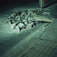 Come rimuovere e smaltire una lastra di cemento per un patio