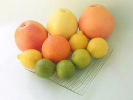 Frutta secca su alberi di agrumi