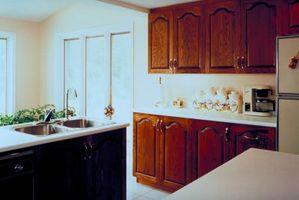 Come coprire una porta del frigorifero con legno