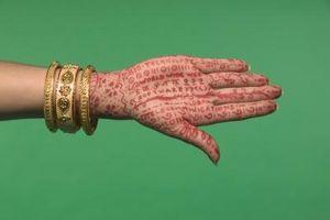 Come fare Henna foglie di dare un colore rossastro