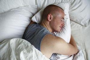 Come impostare l'allarme su un Brookstone Atomic Alarm Clock