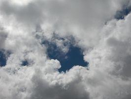 Come dipingere nuvole con un Stencil