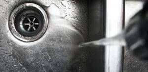 Come pulire un lavello in acciaio inox con borace