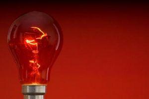 Come cambiare una lampadina in una doccia a soffitto