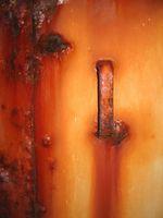 Come pulire la ruggine da una porta di metallo
