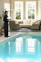 Come pulire una piscina di copertura Meyco