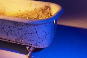 Vasca Da Bagno Arrugginita : Vasca da bagno con un foro arrugginito ballantynetech