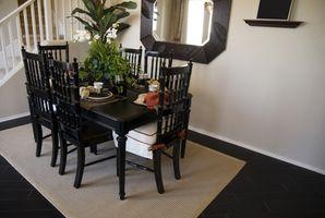 Come rimuovere fuoriuscite di vernice su pavimenti in legno